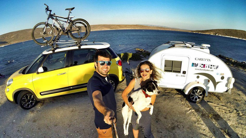 """Seyahat influencer'ı """"Biz Evde Yokuz"""", Social Media Awards 2017'de En İyi Tematik Blog seçilmişti..."""